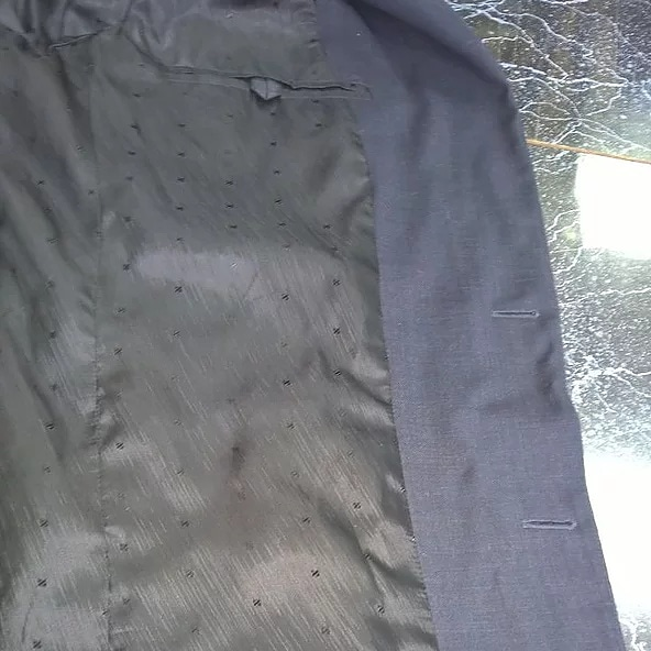 Замена подкладки в пиджаке.