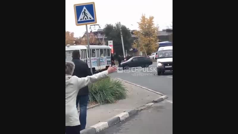 Авария с трамваем на кольце Нариманова