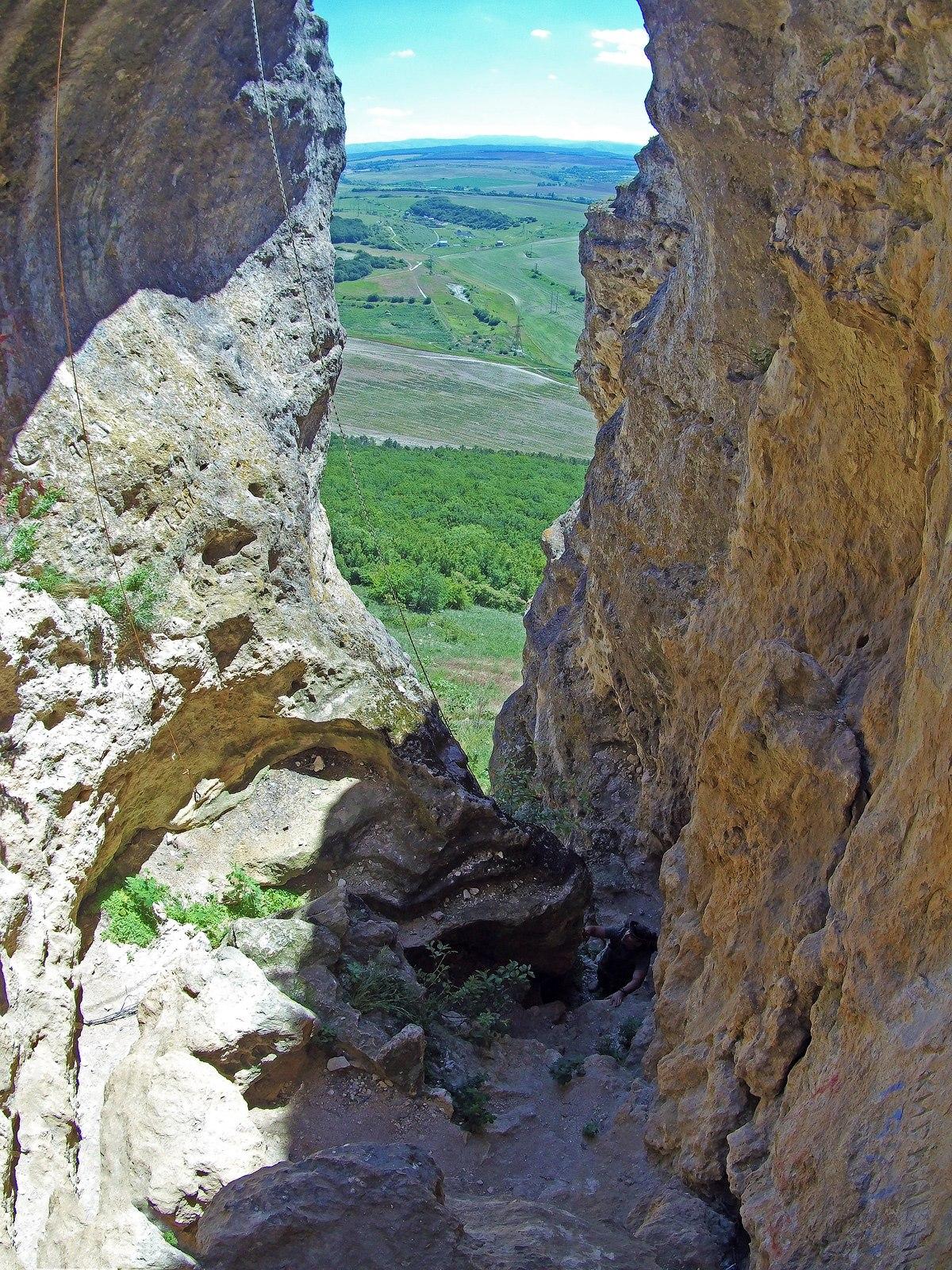 Вид из Змеиной пещеры