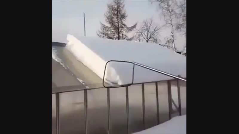 Как почистить снег с крыши