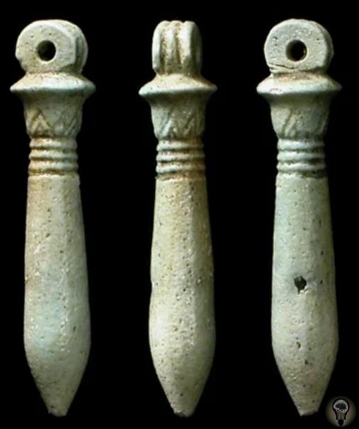 Что означают древние амулеты Египта Многие из нас верят в силу амулетов, даже не осознавая этого. Например, мы надеваем счастливую рубашку на экзамены или храним в сумке счастливую купюру.