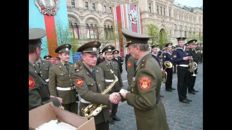 Вручение медалей генерал майором Халиловым В М музыкантам оркестра военной академии химической и биологической защиты