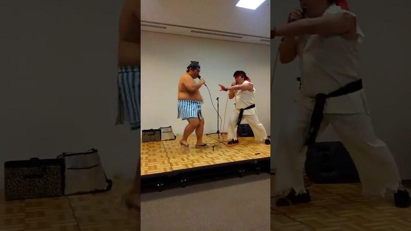 Os caras que encenaram os efeitos sonoros de uma luta do Street Fighter ao vivo