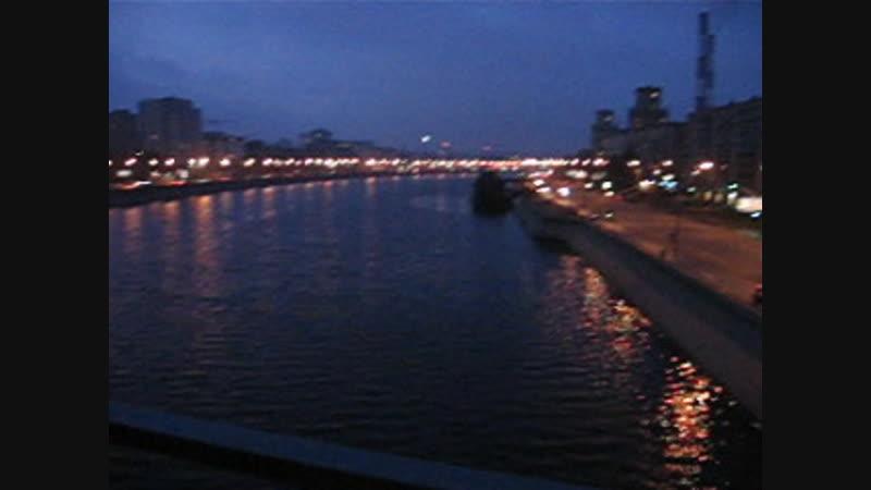 Бородинский мост рано-рано утром в Москве