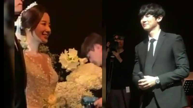181013 Chanyeol singing 'Everglow' by Coldplay at his sister (Park Yoora)'s wedding ceremony