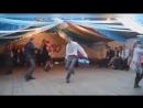 Очень пьяный парень танцует на свадьбе - прикол смешно