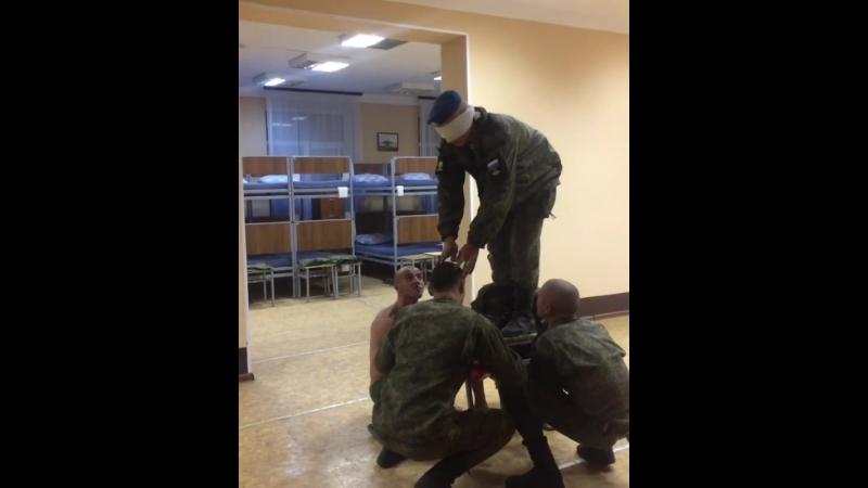 Совершение прыжка с Ми 8 в тяжелых метеоусловиях 😂 армия курсанты солдаты