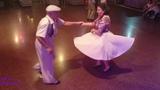 Band Odessa Дельфин Пожилая пара классно и озорно танцует!!!