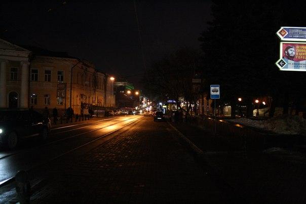 Очень красивая улица. К сожалению, всю красоту тяжело увидеть не из трамвая — кругом заставлено заборами и другими препятствиями.  Январь 2018