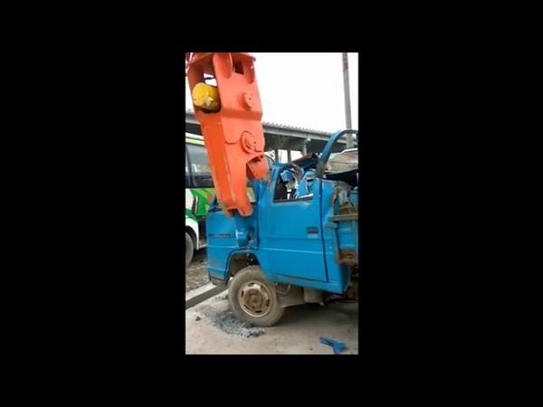 Excavator hydraulic metal cutting shear for cutting aluminum