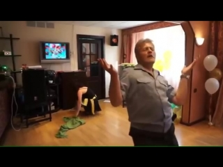 Вот это я понимаю ПАРНЫЙ танец! Родители зажгли! ツ