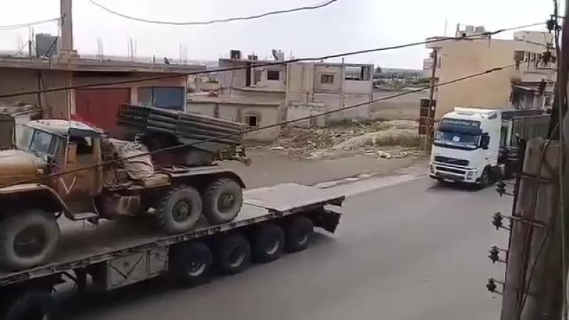 Le premier grand convoi des Forces du Tigre se dirige vers Daraa pour une offensive à venir