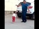 дочка танцует с дедом