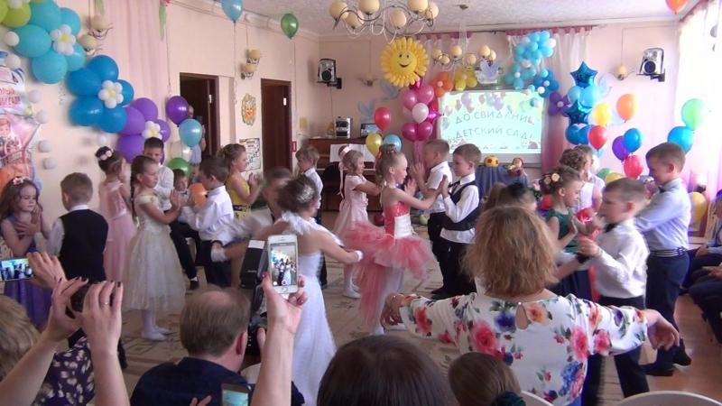 Танец Из чего же сделаны наши девчонки Дет.сад №38 гр.Родничок