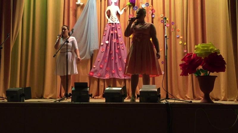Песня Хорошие девчата исполняют Барские Ирина и Елена