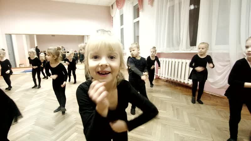 Начинающим танцорам детской образцовой студии Кляксы посвящяется (2017г.)