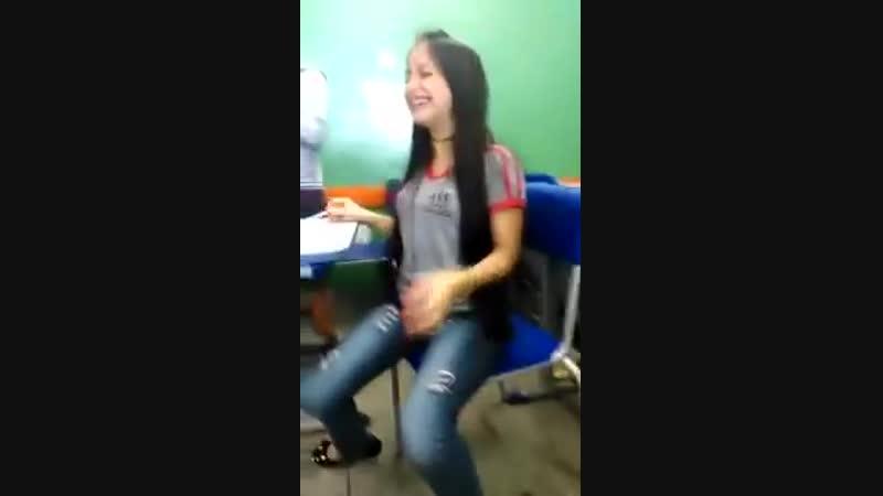 Fergie mija nas calça de tanto rir😂😂😂 OBS_ Ela mija quando fica séria 😂😂😂 - YouTube (360p)