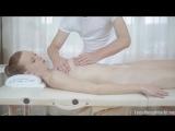 Массаж груди женщины показала пример перед заказом эротического массажа у Михаила Звягина