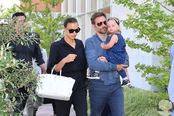 Ирина Шейк и Брэдли Купер с дочкой прилетели в Венецию