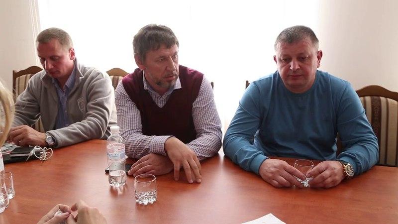 Протест у Старокостянтинові міська влада і поліція спілкувались з селянами