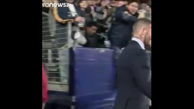 Открытие памятника Дэвиду Бекхему Обратите внимание на надпись на футболке🙂☝ бекхем новости футбол история Beckham news