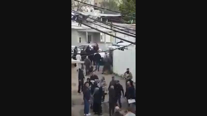 Aujourd'hui, pour la deuxième fois en moins d'un mois, des soldats et des policiers d'occupation sionistes ont sévèrement attaqu