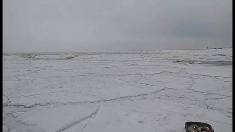 Каждый год рыбак и льдина!!