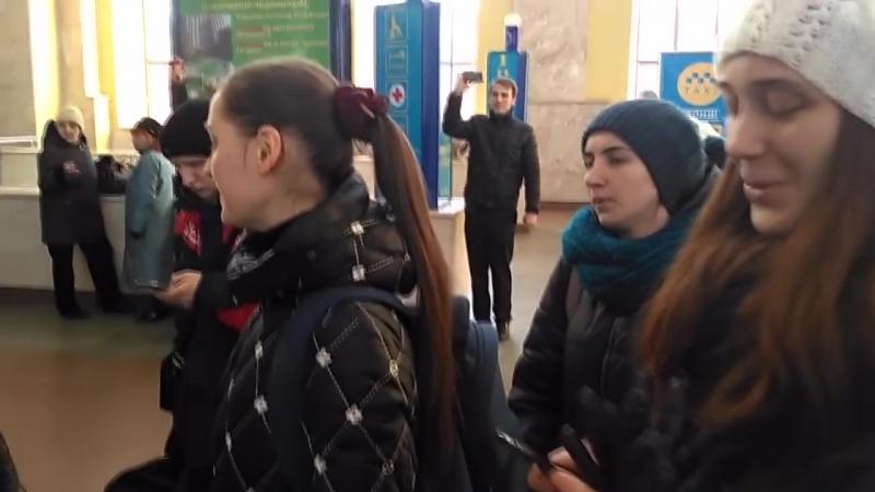 Харьковчане подхватили песенный флешмоб - Весна на заречной улице. 2016.