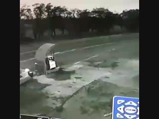 Видео момента аварии возле Кизляра приора и автобус неоплан. Погибли трое в приоре. Да простит Аллах их грехи