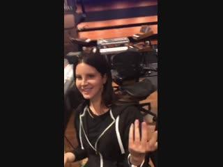 21 октября 2018; Лос-Анджелес, США: Лана с Джеком Антонофф и Лорой Сиск в студии звукозаписи