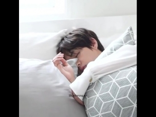 Jhope really kissed taehyung when he was sleeping ughh my heart but i would do the same hobii ;-;--Cr to BangtanTv on YT.mp4