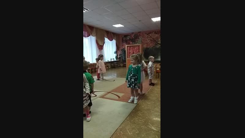 Начало осеннего праздника у малышей