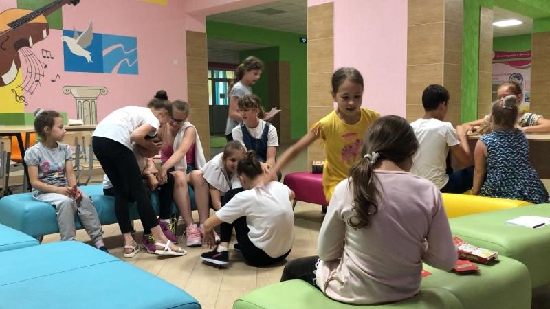Игра «Детский сад», Лера и Ксюша воспитатели