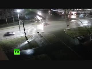 Перевернувшийся в воздухе после столкновения с автомобилем пешеход остался жив
