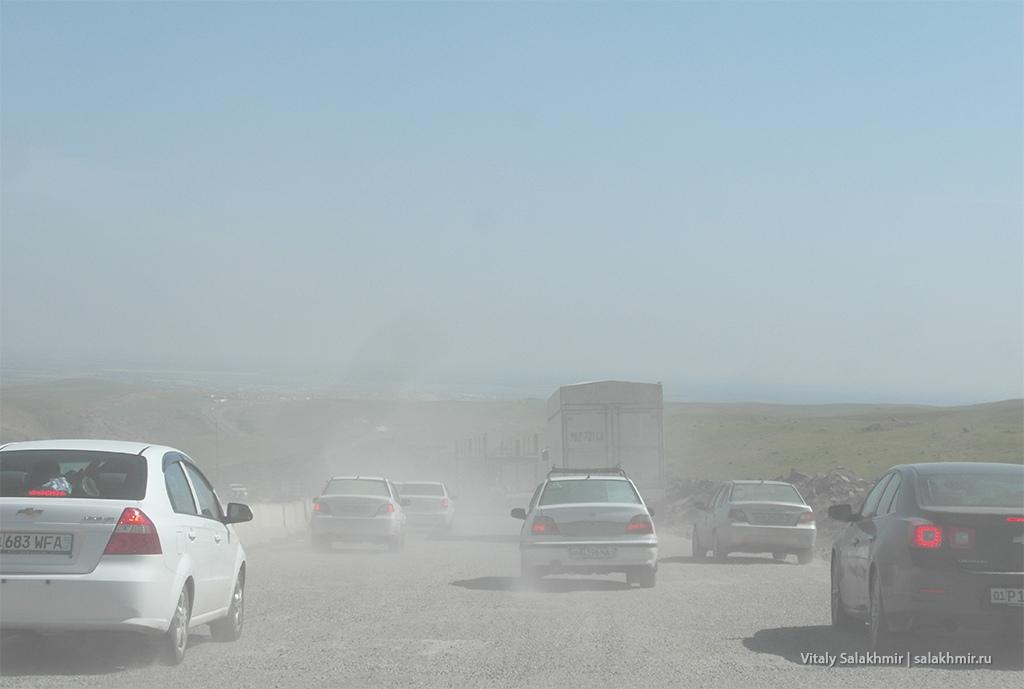 Дорога в пыли, дорога Самарканд-Ташкент 2019