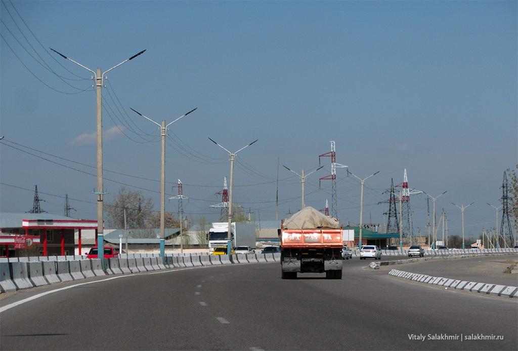 Индустриальный пейзаж по дороге из Самарканда в Ташкент 2019