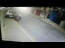 Грабитель ломает лодыжку после прыжка из окна