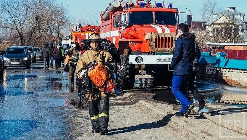 В селе Лениногорского района сгорели баня и авто