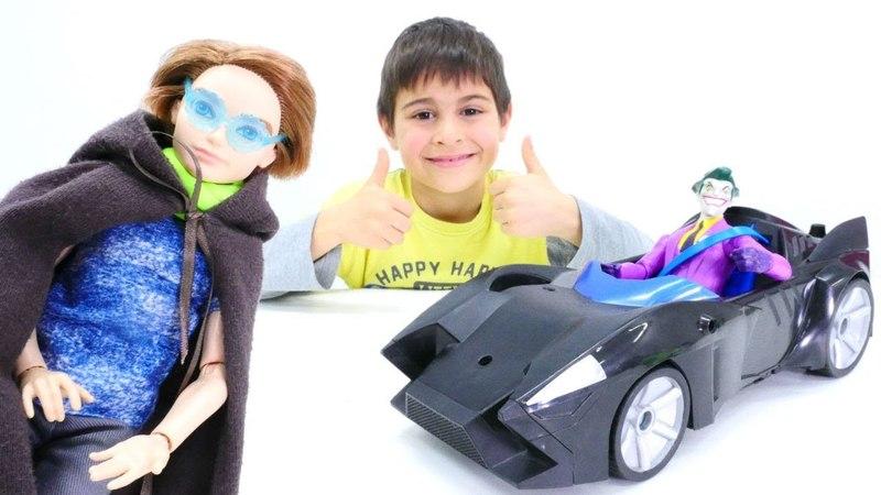 Batman kostümü ve Batmobile çalınmış. Joker oyunu