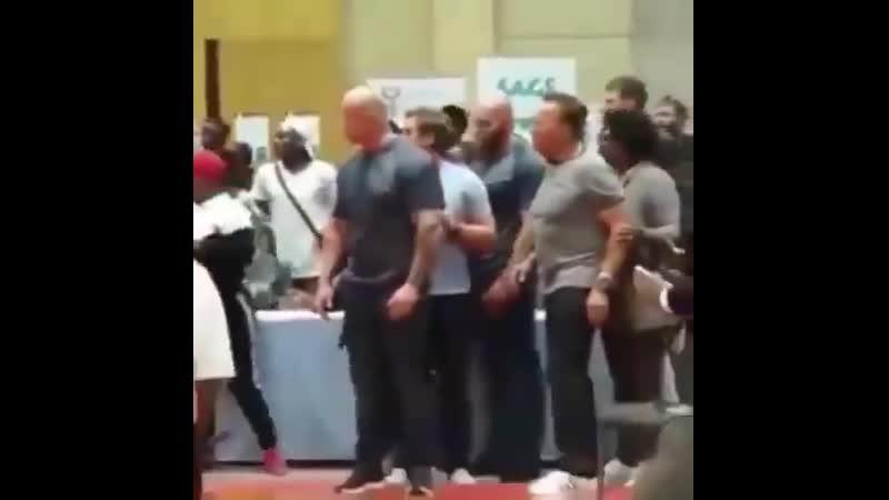 Нападение на Арнольда Шварценеггера в Йоханнесбурге