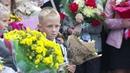 В новых кабинетах вручили цветы своим первым учителям более 100 младших школьников в Лукьяново