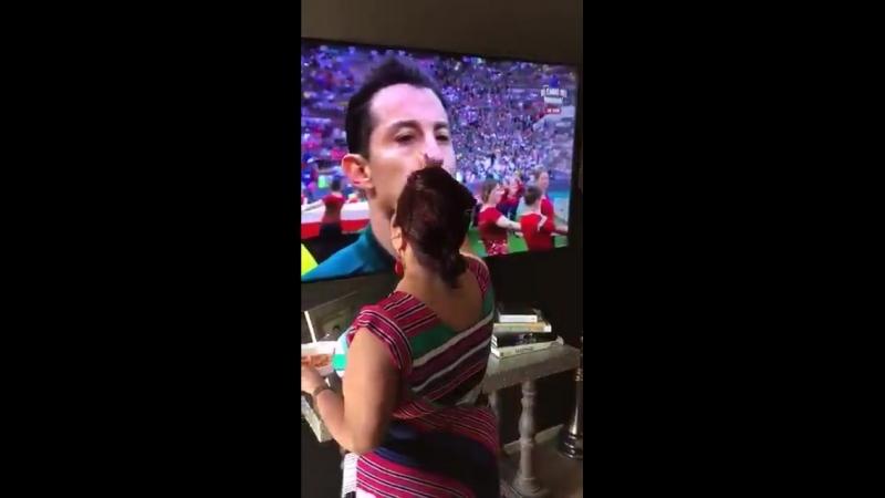 I'm 100 convinced my grandma was the reason Mexico won - Бог в помощь! Мексика обыграла Германию.