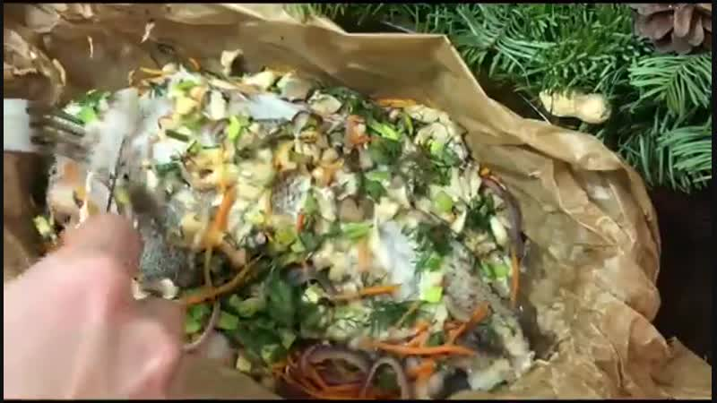 Вкуснейшая рыба запеченная с грибами и овощами.Приятного аппетита.