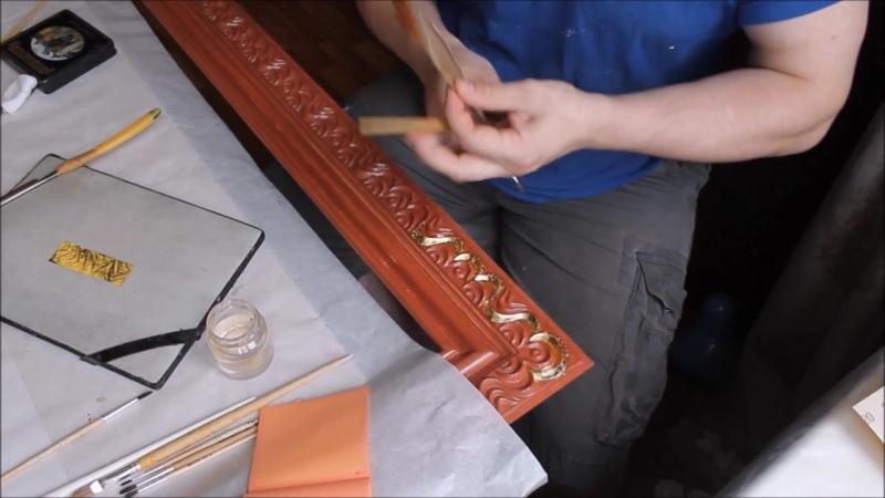 процесс золочения резьбы рамы