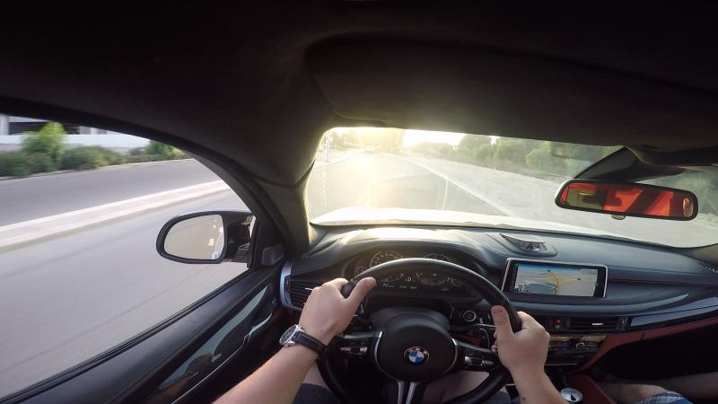 Дубаи. BMW X6, M 700 лс. Погонял чутарик.