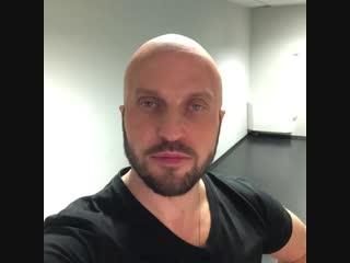 Александр Ревва показался лысым