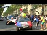 Париж празднует победу сборной Франции на чемпионате мира по футболу