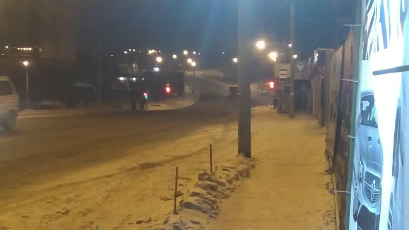 Чистые дороги хорошо.Снова едут караваны грузовиков с грязным снежком.