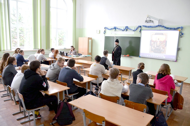Встреча со школьниками, приуроченная к дню памяти святого Александра Невского и великомученицы Екатерины в Темрюке