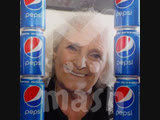 """77-летняя британка 60 лет пьет по четыре банки """"Пепси"""" в день"""